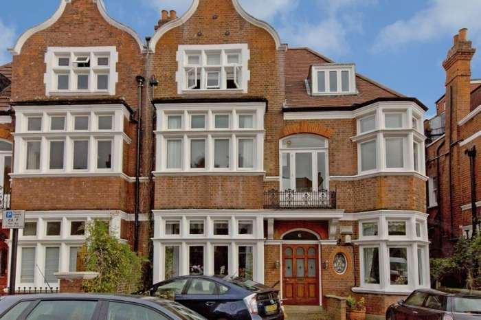 Flat in  Crediton Hill  Hampstead  London  NW6  Richmond