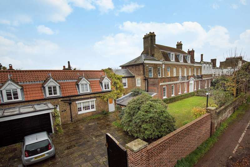 Detached house in  Hampton Court Road  East Molesey  KT8  Richmond