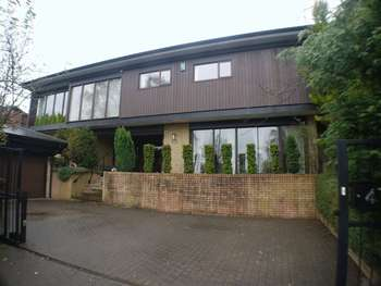 5 Bedrooms Detached House for sale in New Farmers Hill, Leeds