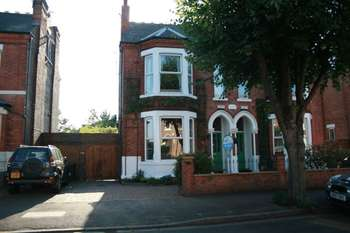 4 Bedrooms Semi Detached House for sale in Henry Road, Nottingham