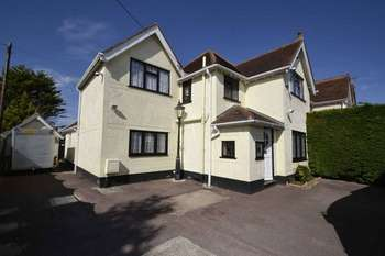 4 Bedrooms Detached House for sale in Frinton Road, Frinton-On-Sea
