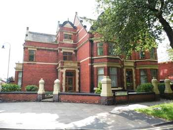 6 Bedrooms Semi Detached House for sale in Avenue Road, Shelton, Stoke-On-Trent