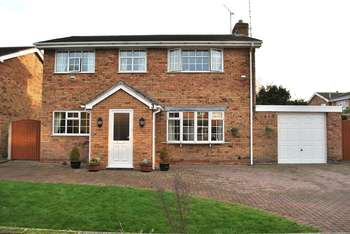 4 Bedrooms Detached House for sale in Smithfield Drive, Wrexham