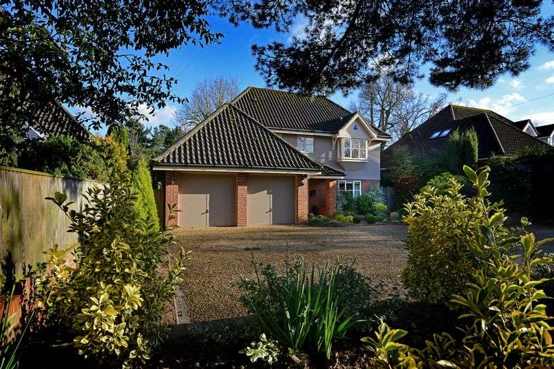 4 Bedrooms Detached House for sale in Staitheway Road, Wroxham