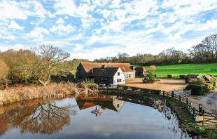 5 Bedrooms Equestrian Facility Character Property for sale in Bury Road, Epping Forest