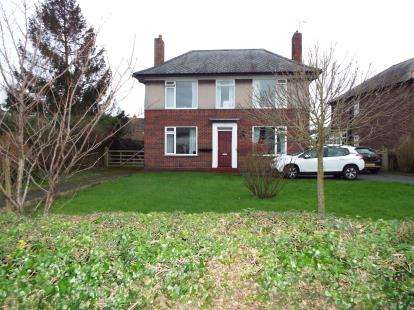 3 Bedrooms Detached House for sale in Wrexham Road, Holt, Wrexham, LL13