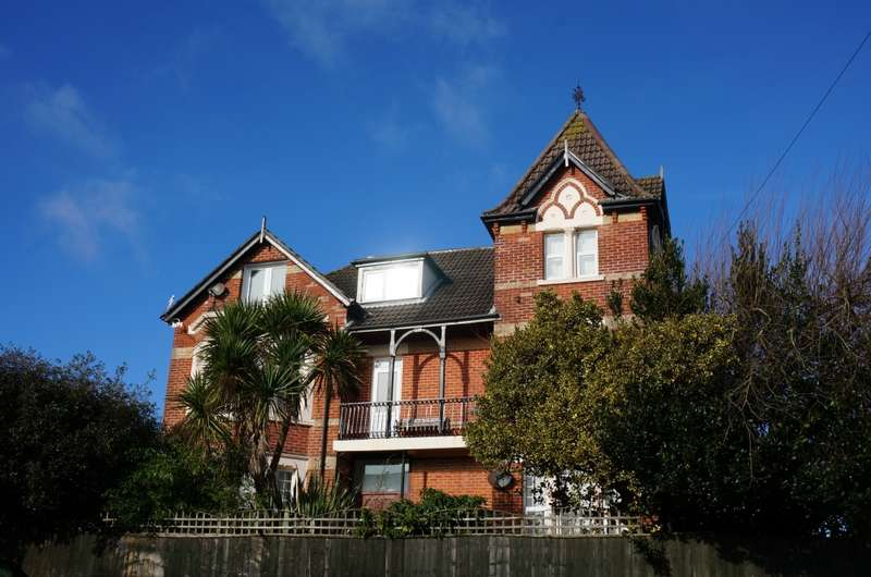 3 Bedrooms Apartment Flat for sale in Burnaby Road, Bournemouth, Dorset, BH4