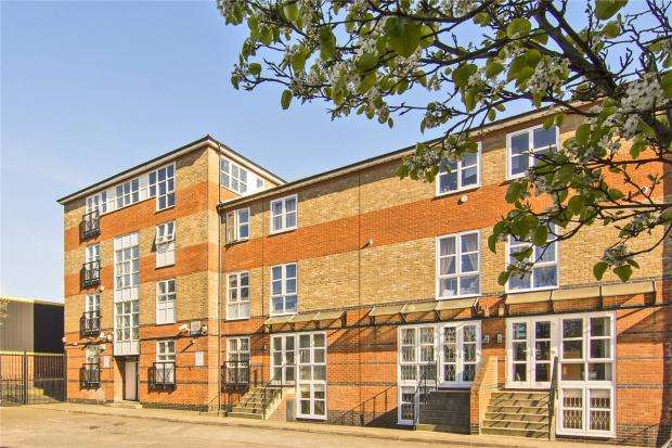 5 Bedrooms Flat for sale in Hawgood Street, Bow, E3