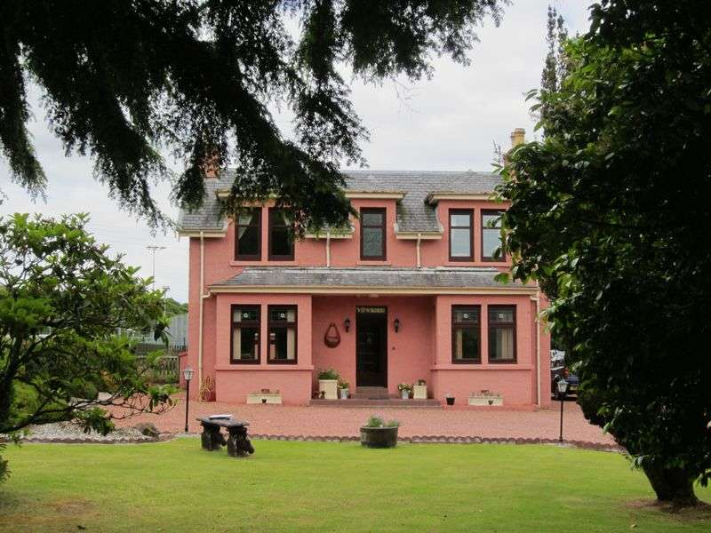 6 Bedrooms Detached House for sale in VIEWMOUNT: Stylish, 6 bed (all en-suite), ideal B&B, Portree