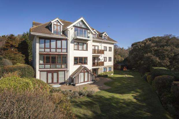 4 Bedrooms Flat for sale in West Overcliff, Bournemouth, Dorset, BH4