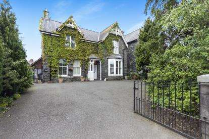 4 Bedrooms Detached House for sale in Station Road, Llanrwst, Conwy, North Wales, LL26
