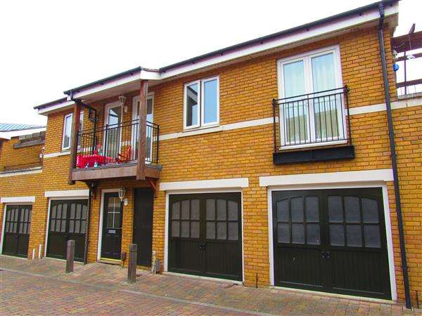 1 Bedroom Mews House for sale in Chandlers Mews, Ingress Park, Greenhithe