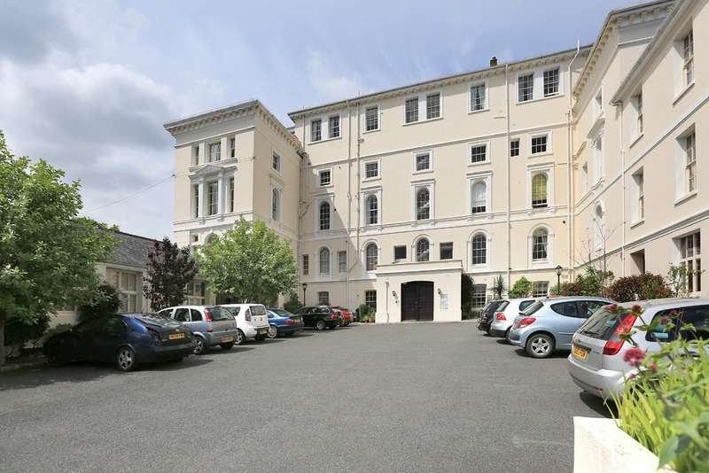 3 Bedrooms Flat for sale in Stoke, Plymouth