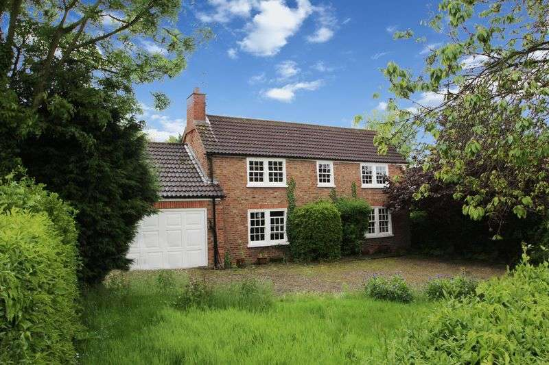 3 Bedrooms Detached House for sale in Scrayingham, near York, YO41