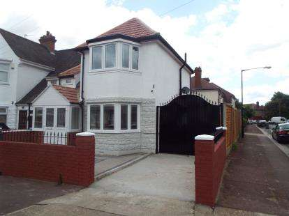 3 Bedrooms End Of Terrace House for sale in East Ham