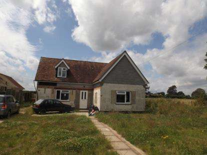 5 Bedrooms Bungalow for sale in Kirby Cross, Frinton-On-Sea, Essex