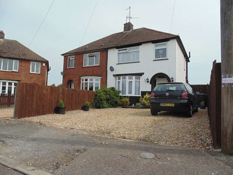 3 Bedrooms Semi Detached House for sale in Hayden Avenue, Finedon