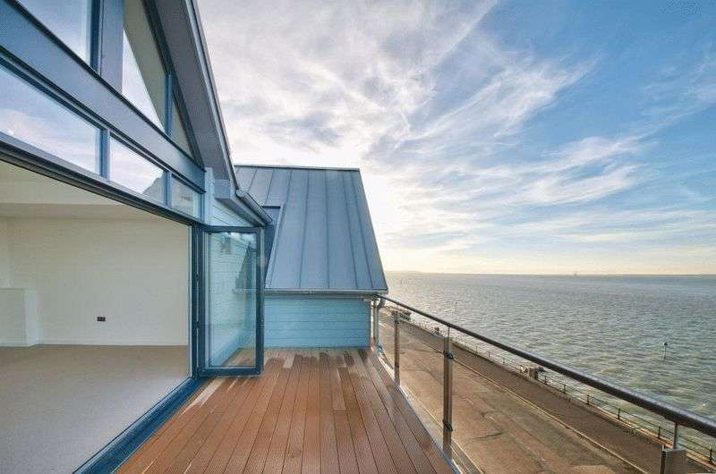 4 Bedrooms Terraced House for sale in Princes Esplanade, Gurnard, Isle of Wight, PO31 8BZ