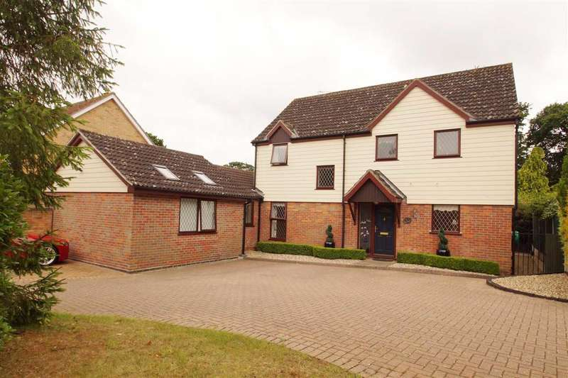 5 Bedrooms Detached House for sale in Jonquil Way, Braiswick, Colchester