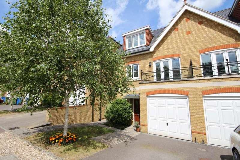4 Bedrooms Semi Detached House for sale in Bardeen Place, Bracknell