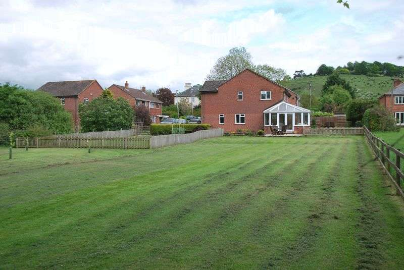 5 Bedrooms Detached House for sale in Church Road, Laverstock, Salisbury