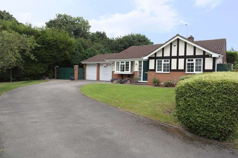 3 Bedrooms Detached Bungalow for sale in Ferndown Close, Walsall