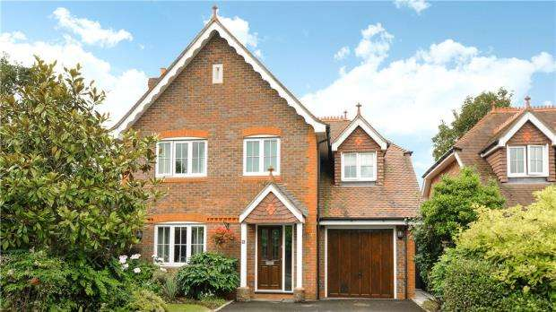 4 Bedrooms Detached House for sale in 5 Caribou Close, Woodley, Reading, RG5 4RA