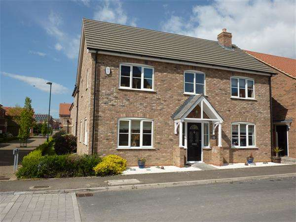 4 Bedrooms Detached House for sale in HARROW LANE, SCARTHO TOP, GRIMSBY