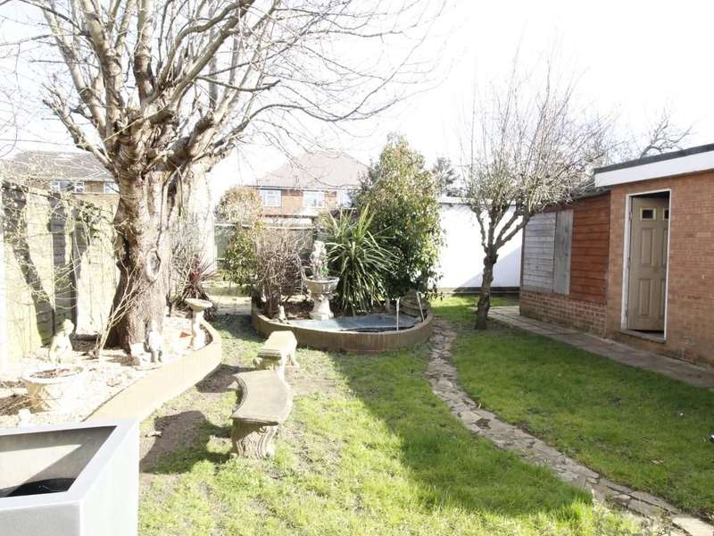 4 Bedrooms Detached Bungalow for sale in Portland Road, Ashford, TW15