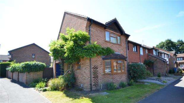 3 Bedrooms End Of Terrace House for sale in 15 Celandine Court, Yateley, Hampshire, GU46 6LP