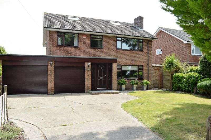 4 Bedrooms Detached House for sale in Stamford Avenue, Hayling Island.