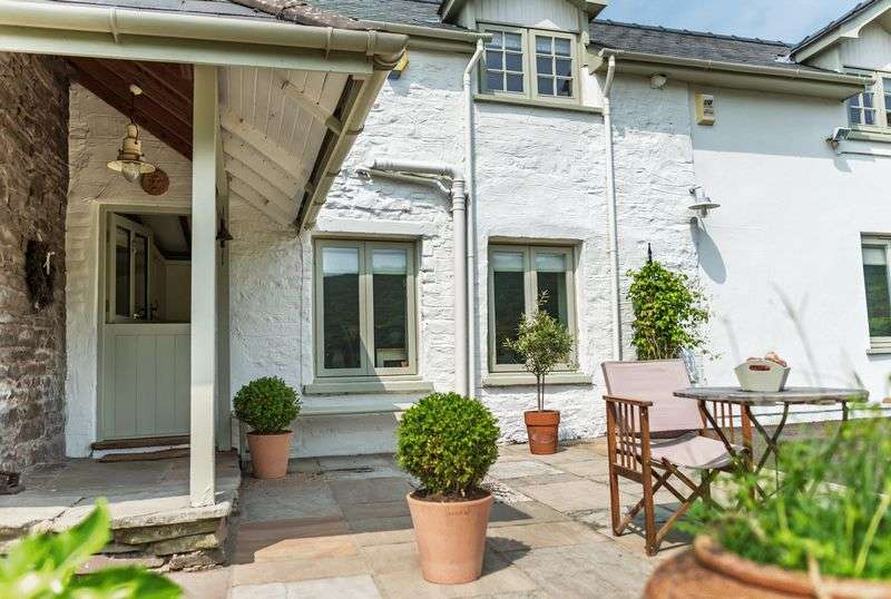 4 Bedrooms Detached House for sale in Abergavenny