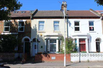 3 Bedrooms Terraced House for sale in Forest Gate