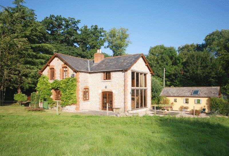 3 Bedrooms Detached House for sale in PYLLE - Between Castle Cary and Glastonbury.