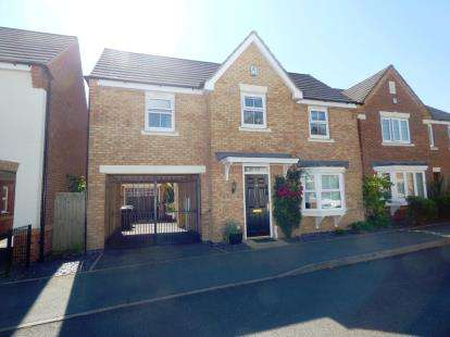 4 Bedrooms Detached House for sale in Field Close, Kettlebrook, Tamworth, Staffordshire