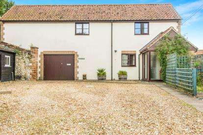 3 Bedrooms Detached House for sale in High Street, Northwold, Norfolk