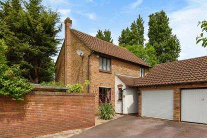4 Bedrooms Detached House for sale in Peel Place, Clayhall, Ilford, Essex