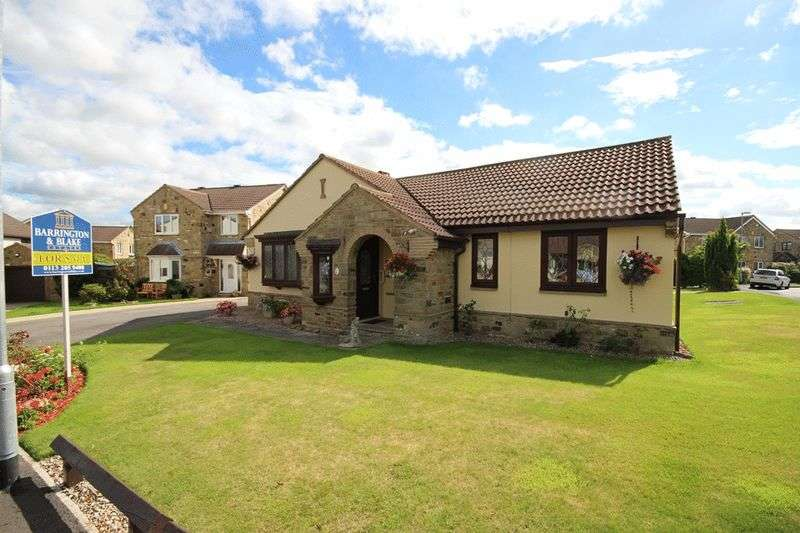 3 Bedrooms Detached Bungalow for sale in Meadowgate Drive, Wakefield