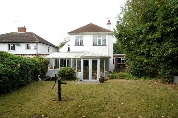 4 Bedrooms Detached House for sale in Park Way, West Molesey, Surrey