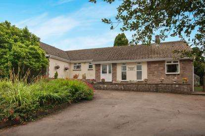 4 Bedrooms Bungalow for sale in Martcombe Road, Markham Village, Bristol, Somerset