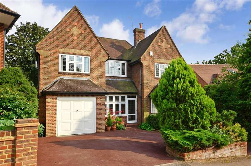 5 Bedrooms Detached House for sale in Woodland Way, Woodford Green, Essex