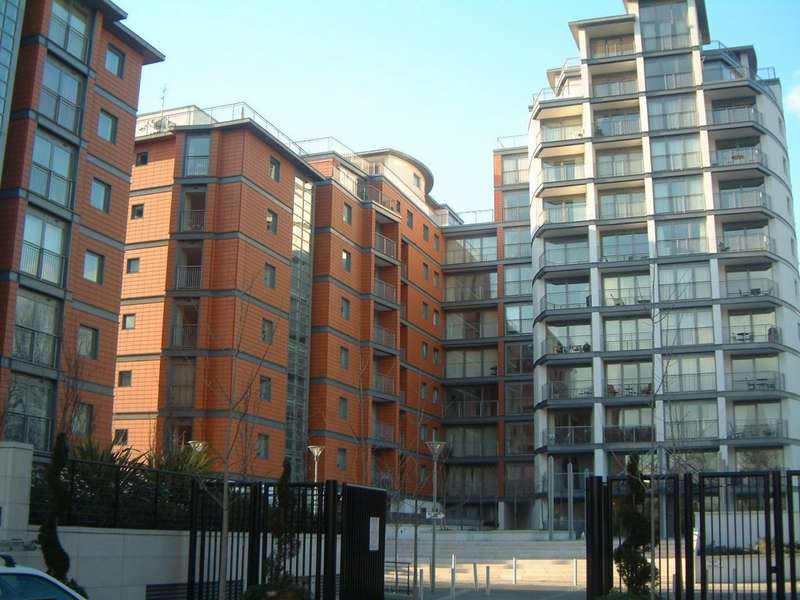 Flat in  Holland Gardens  Brentford  TW8  Richmond