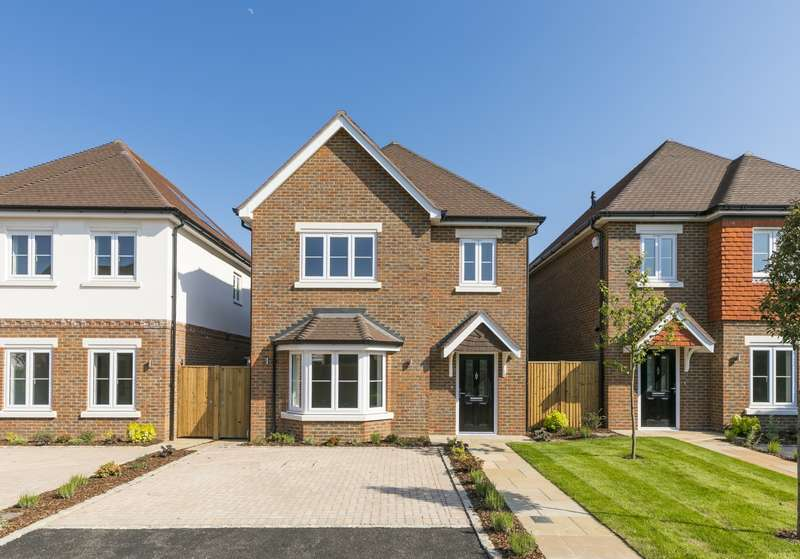 Detached house in  The Furrows  Walton-on-thames  KT12  Richmond