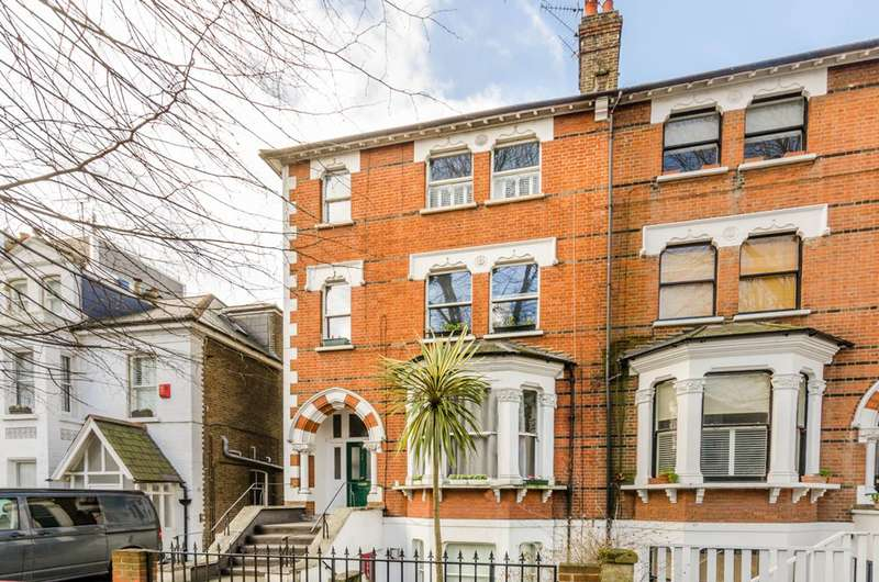 Flat in  Thorney Hedge Road  London  W4  Chiswick