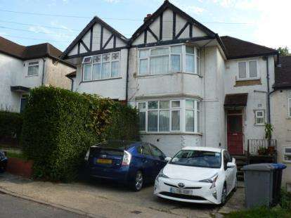 Flat in  Oak Tree Dell  London  NW9  Richmond