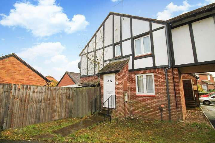 House in  Kendal Close  Feltham  TW14  Richmond