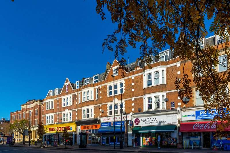 Flat in  The Vale  Acton  W3  Richmond