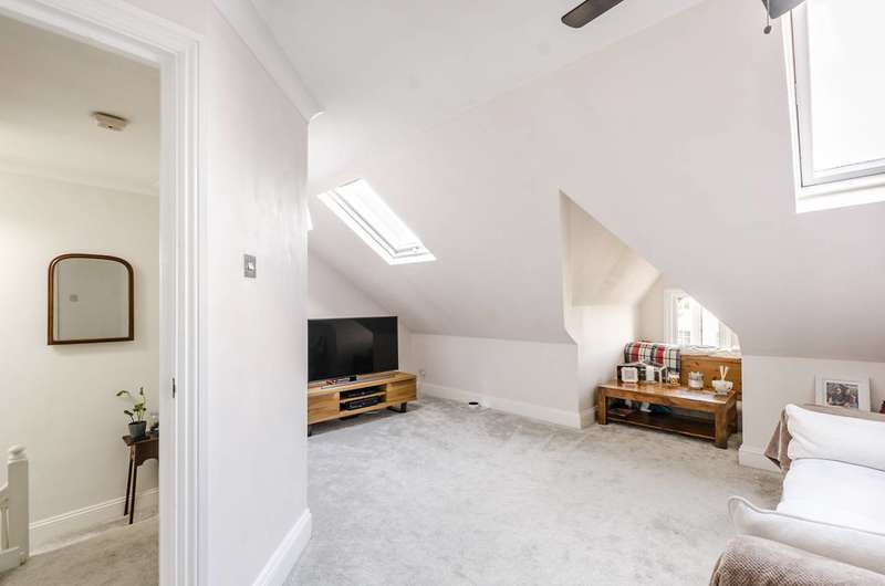 Flat in  Mitcham Road  Tooting  SW17  Richmond