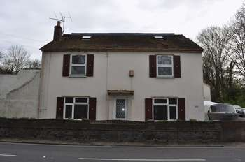 5 Bedrooms Detached House for sale in Staines Road, Staines-Upon-Thames, Wraysbury, Berkshire