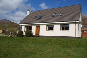 6 Bedrooms Detached House for sale in FEARNOCH: Large detached property, loch & Cuillin views, South Skye